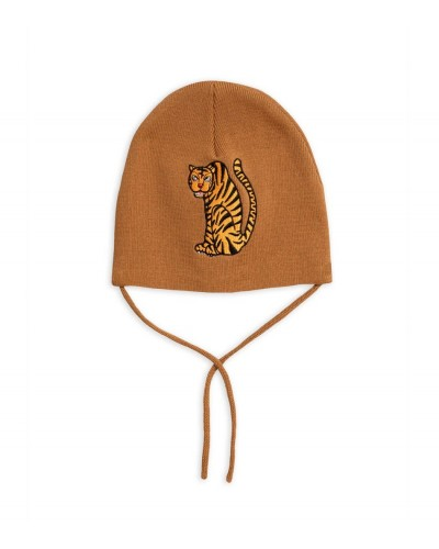 brown hat tiger